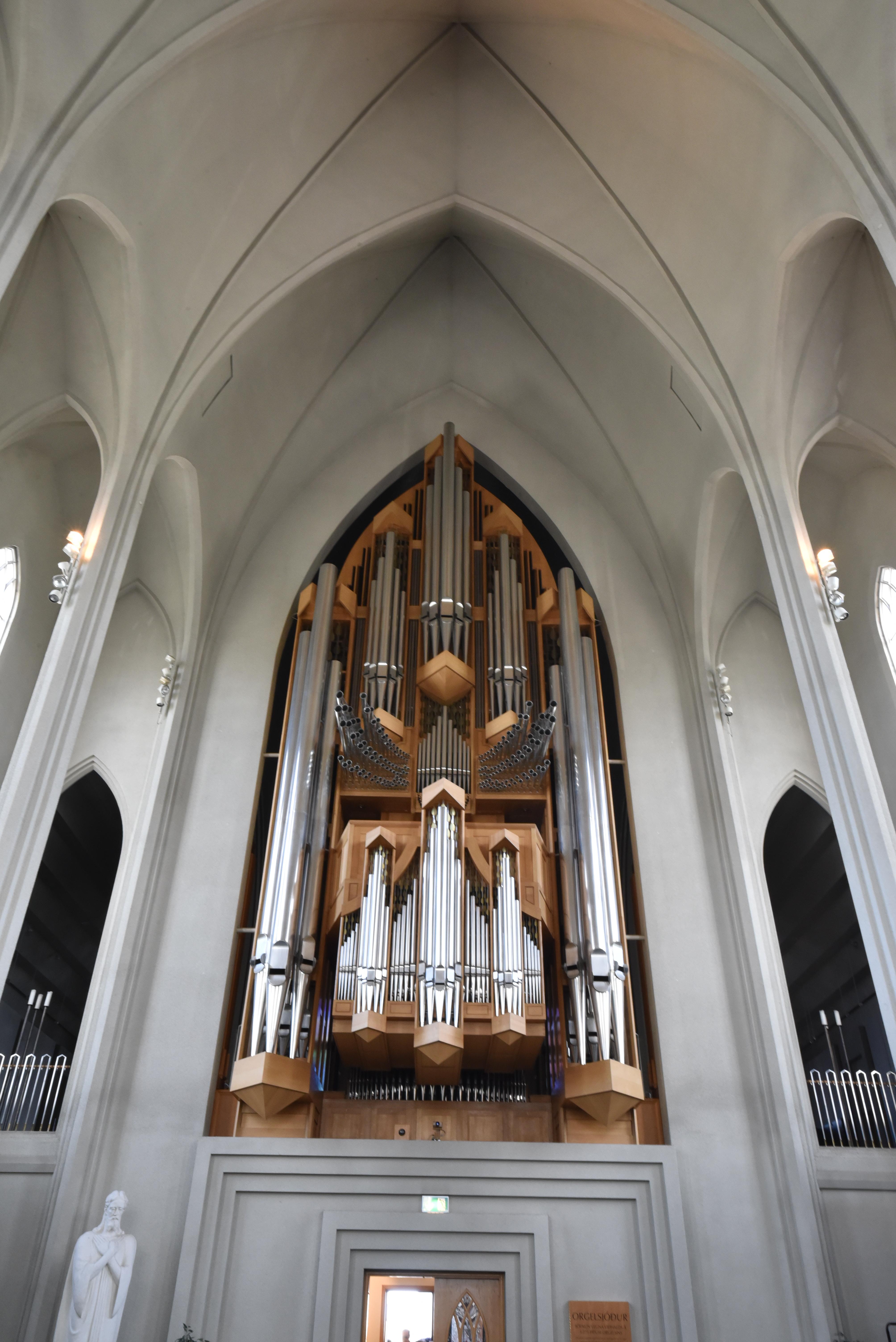 Hallgrímskirkja_inside_organ